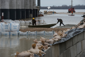 Building a Flood Defense Wall in Illinois