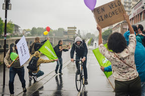 Cheerleading Activity to Promote Clean Air Now Campaign in Paris