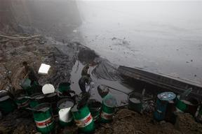 Oil Spill Clean-up in Dalian