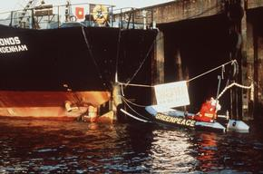 Action against Toxic Dumpship Kronos in Germany