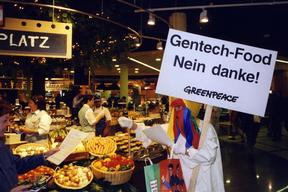GE Action Against Migros Chicken Fodder in Zurich